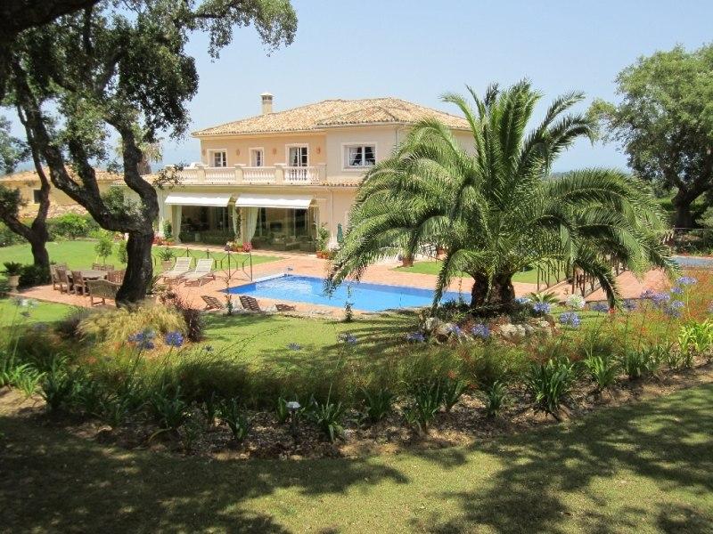 Casa Roble, San Roque Club