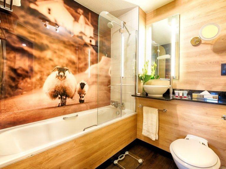 Leonardo Royal Hotel Edinburgh - bathroom
