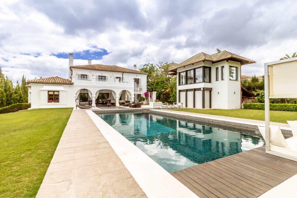 Los Halcones, San Roque Club. Stay & Play golf front villa with pool